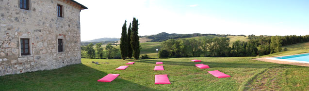 yoga farmhouse tuscany