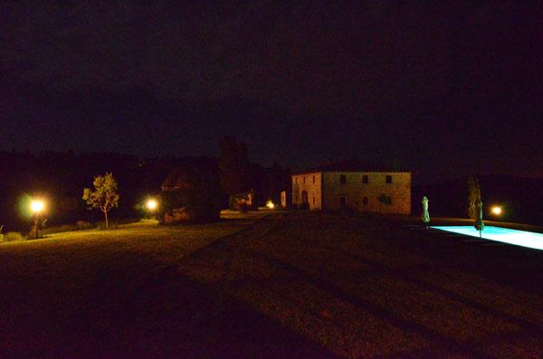 casale toscano foto in notturna