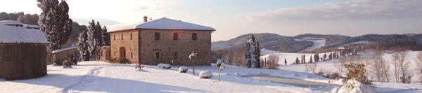 Casale Toscano innevato