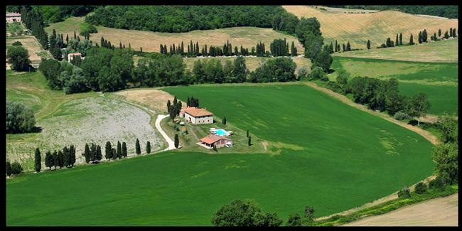 Tipico casolare Toscano nella natura