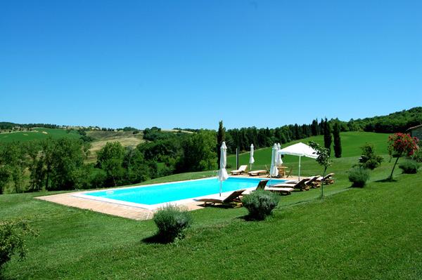 villa con piscina in Toscana