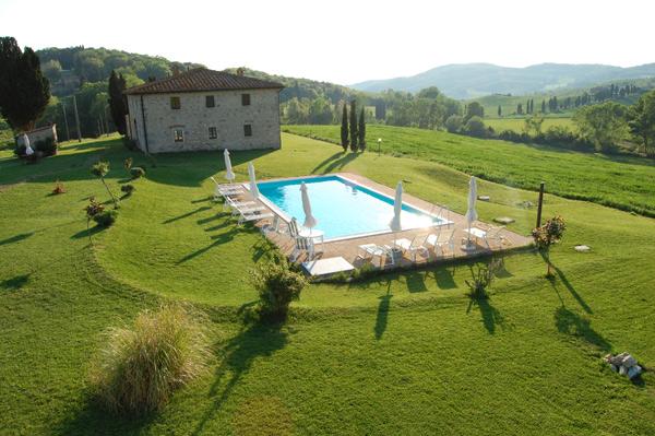 Villa con piscina in chianti villa toscana blog - Giardini con piscina foto ...