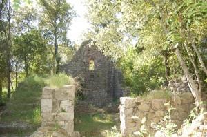 presso il borgo di castelvecchio a San Gimignano è possibile incontrare diversi ruderi di quello che anticamente fu un villaggio
