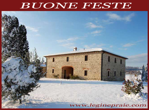 Foto del casale in Toscana con la neve