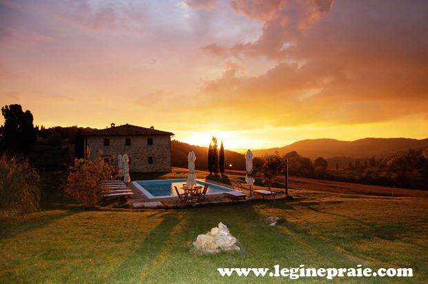 Villa in Toscana con piscina, foto scattata al tramonto