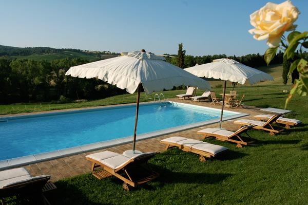 Piscina 6 x12 della villa in Toscana
