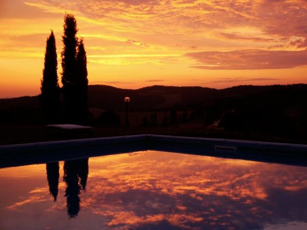 spettacolari tramonti in piscina