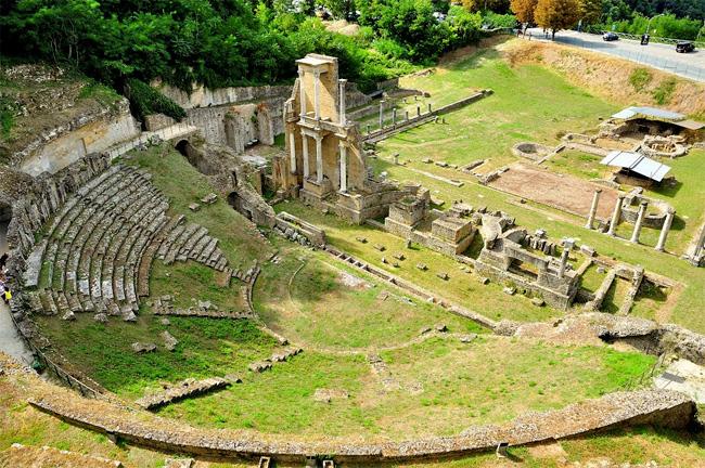 il teatro e le terme romane a Volterra
