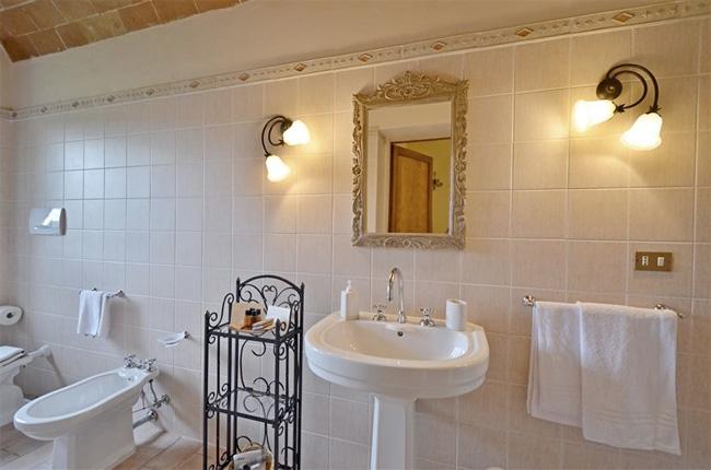 lavandino bagno casale toscana
