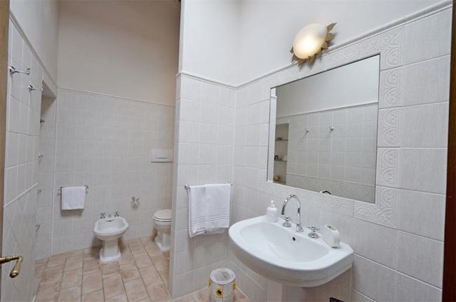 bagno della villa, il lavandino