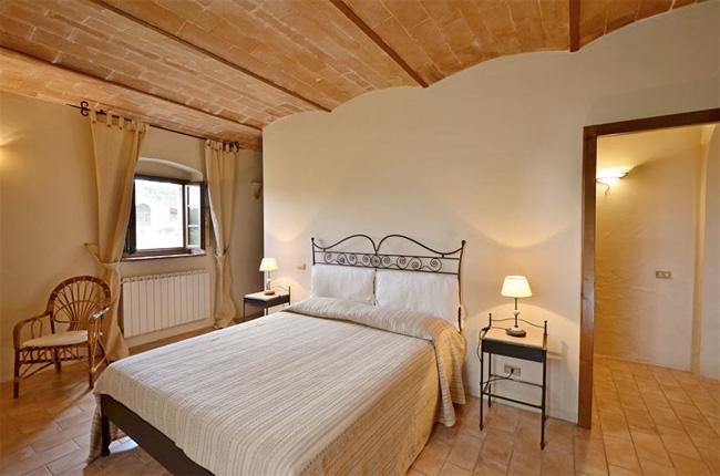 camera da letto del casale in toscana