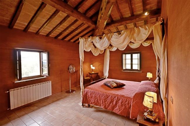 luminosa camera da letto della villa