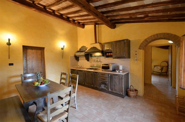 appartamento in toscana con cucina rustica