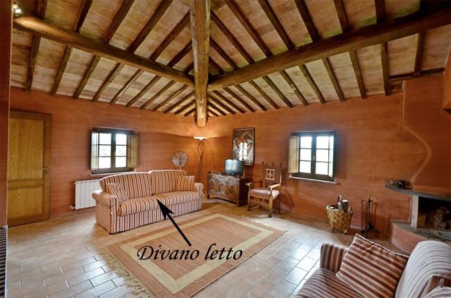 salotto della villa con divano letto