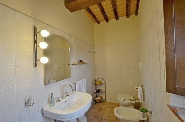 bagno camera casale in Toscana
