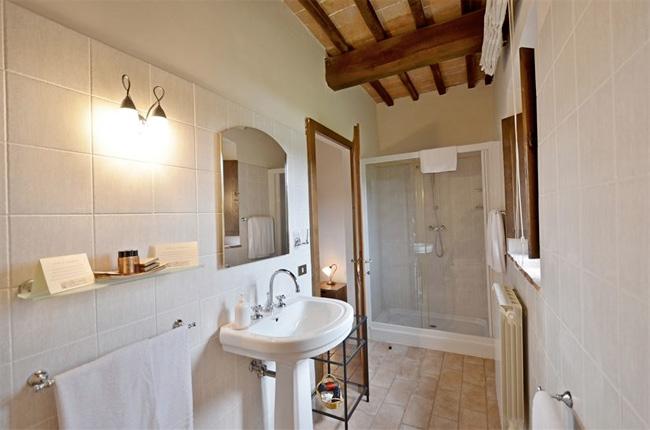 grande doccia camera casale toscano
