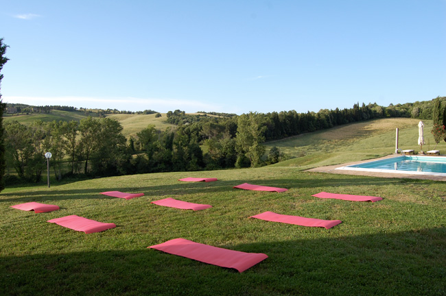 lezioni di yoga uin villa toscana