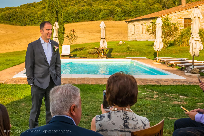 lo sposo e la piscina