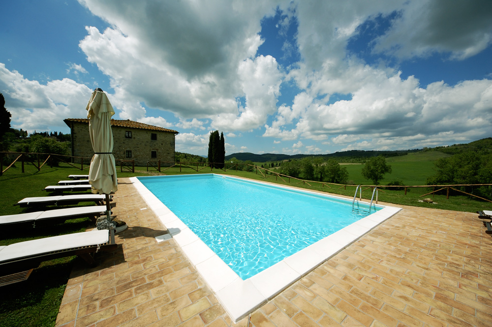 La piscina della villa in toscana villa toscana blog for Berg piscine toscana