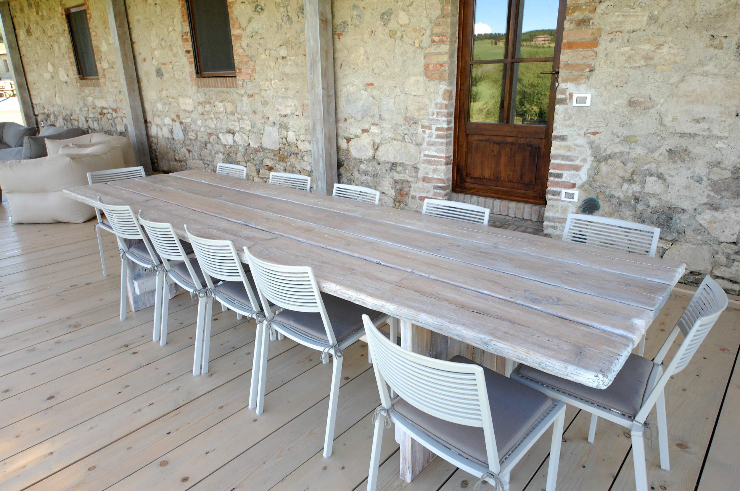 tavolo in legno sbiancato
