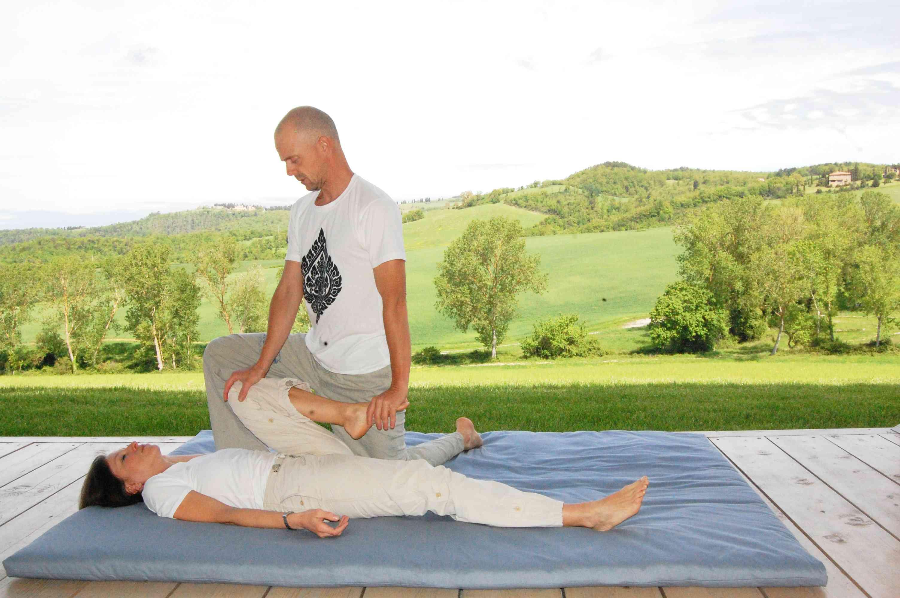 le gambe nel massaggio thai