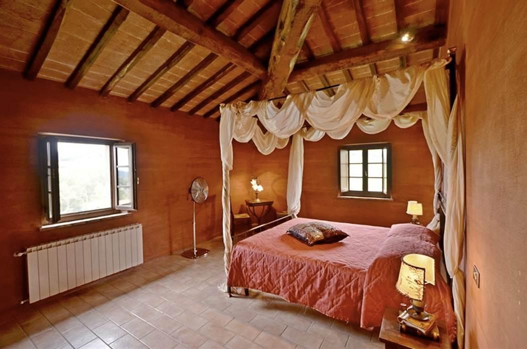camera da letto della villa in toscana