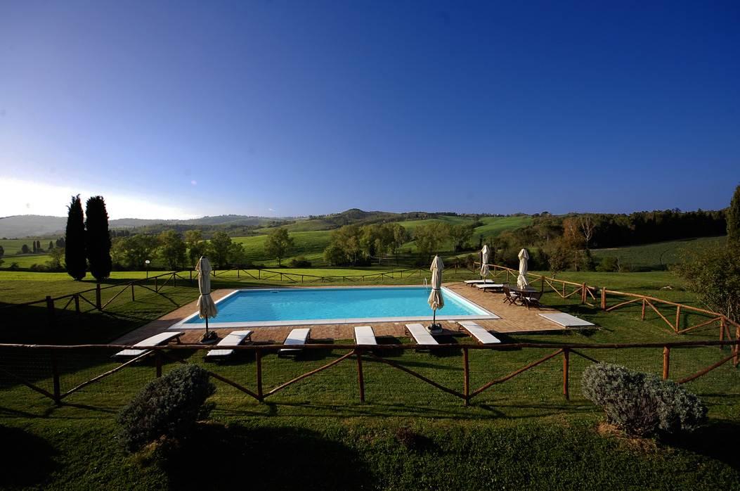 piscina della villa toscana