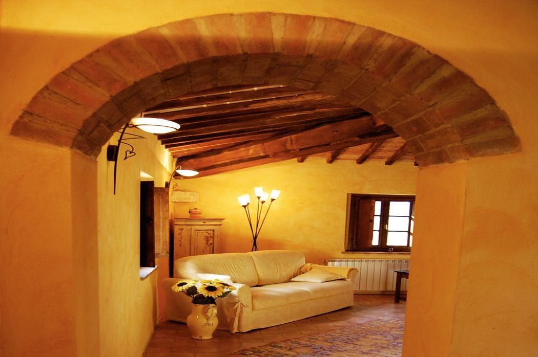 interni dell'antico casolare toscano