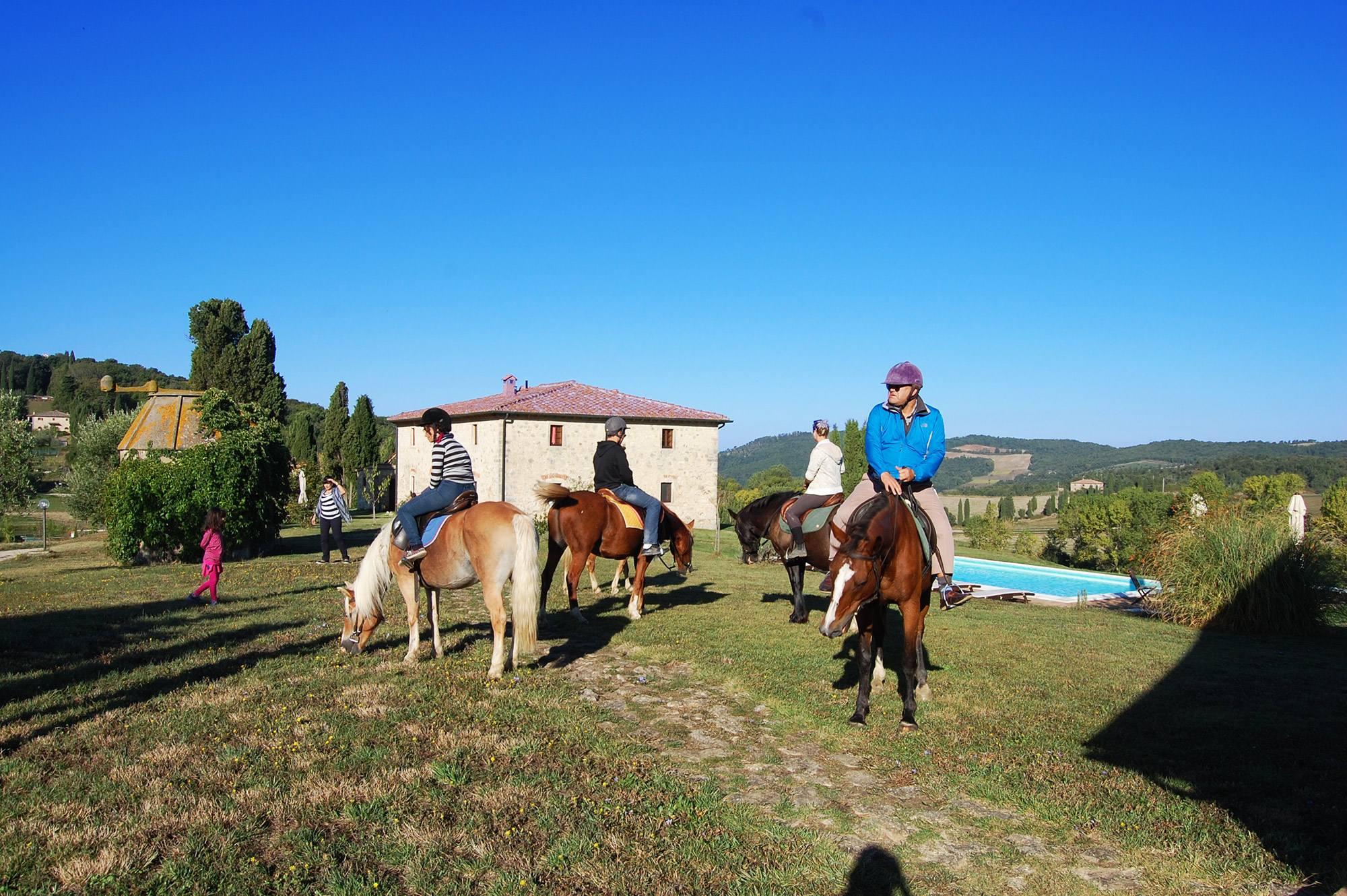 equitazione per famiglie in villa toscana
