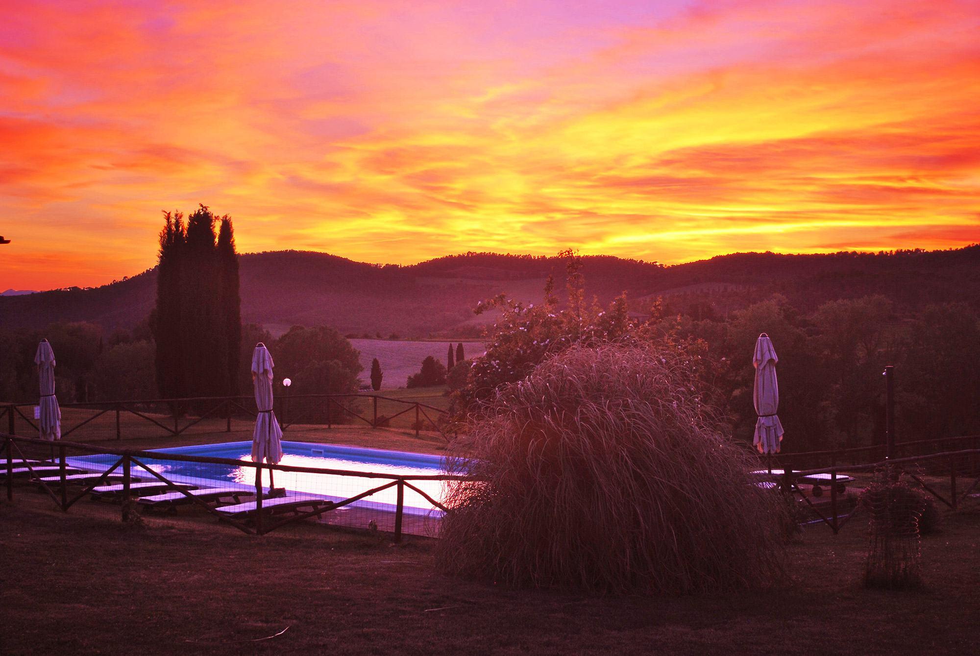 Villa con piscina in Toscana al TRAMONTO