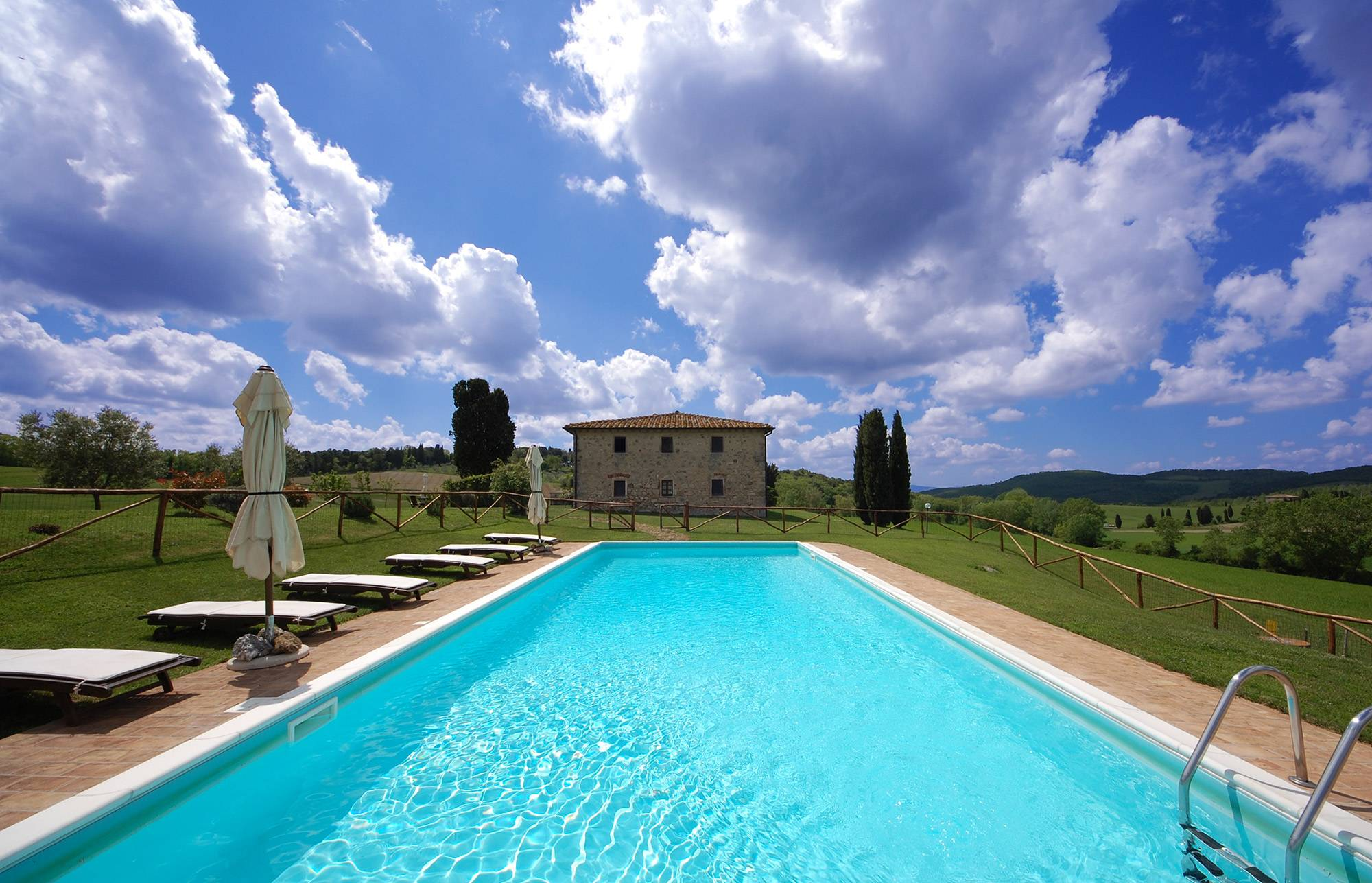 Villa con piscina in esclusiva